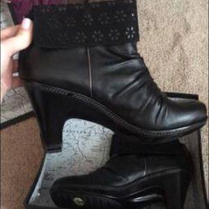 Shoes - Romance designs temptations black size 6.5